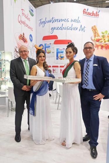 Vorhang auf für Joghurtcreme-Desserts nach griechischer Art