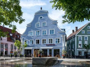 """Ensemble """"Südlicher Schrannenplatz' nun klassizistische Hotelresidenz"""
