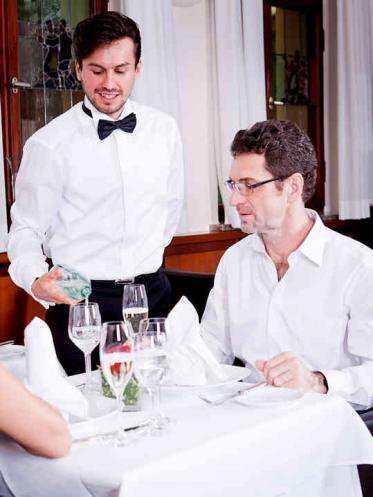 Wasser im Restaurant und die Gäste-Zufriedenheit