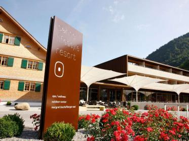 Weinprobe mit Übernachtung im Sonne Lifestyle Resort Mellau/Österreich