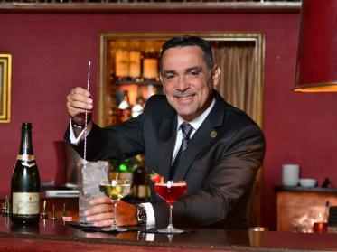 Barlegende Jimmy's im Grandhotel Hessischer Hof erhält charismatische Führung