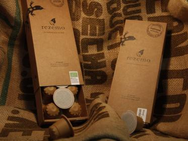 Kaffeekapseln aus Holz von Rezemo bei Lindner