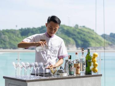 Geschüttelt, nicht gerührt: James Bond Martini im The Nai Harn auf Phuket