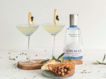 Pan Tumaca und Olive Gin & Tonic als Cocktail-Variationen der Klassiker