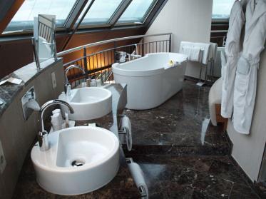 Hotelbadezimmer einrichten - Moderne Badelemente und Designtrends