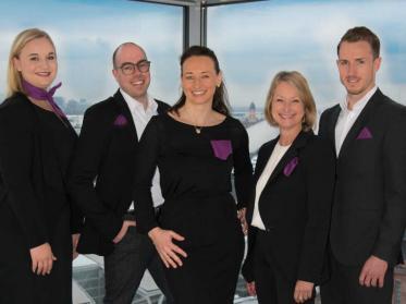 Sales Team um Kerstin Gibert steht