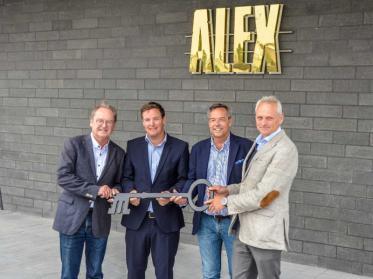 Alex-Erlebnisgastronomie eröffnet in Hamburg auf neuer Promenade am Niederhafen