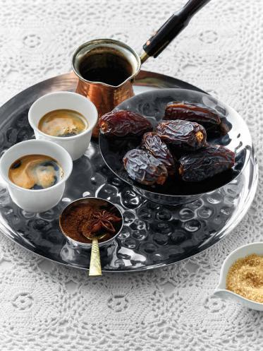 Orientalische Kaffeespezialität Mokka stilecht kredenzen