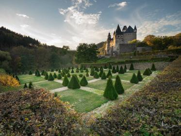 Verwunschene Schlösser und ihre zauberhaften Gärten in der Eifel