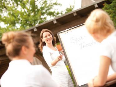 30 Jahre IST: 30% Rabatt für Weiterbildung Wellness- und Spamanagement