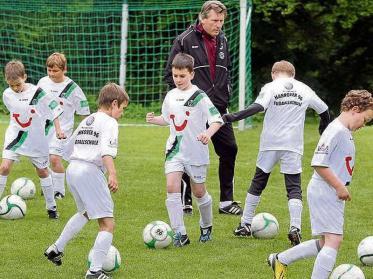 Manni-Kaltz-Fußballschule startet am Weissenhäuser Strand