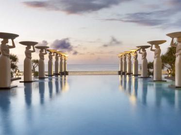 Das Restaurant The Café vom Mulia Resort & Villas auf Bali bietet kulinarische Weltreise an