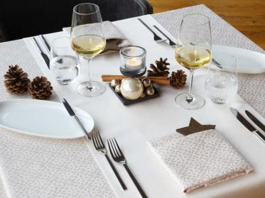 Festliche Tischwäsche für die stimmungsvolle Weihnachts- und Silvestertafel