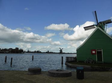 An der Küste des IJsselmeers entlang