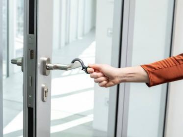 Wanzl Hygiene-Haken Hook für kontaktlosen Hospitality-Alltag