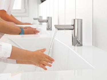 Neue Waschtischarmatur mit thermostatischem Verbrühschutz