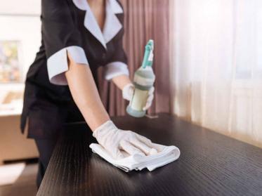 Reinigungsfirma beauftragen - was zu beachten ist