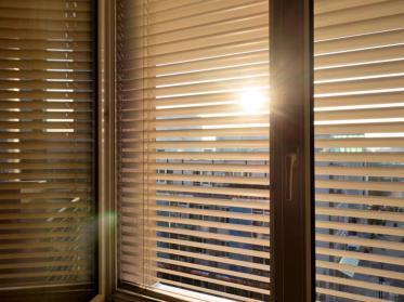 Sonnenschutz durch Jalousien