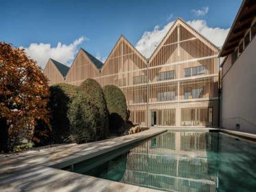 Garten SPA im Romantik Hotel Hirschen möbelt Wellness-Bereich auf