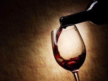 So dekantieren Sie Rotwein richtig