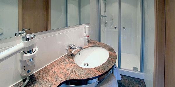 k nig b der mit hotelb dern gr e zeigen. Black Bedroom Furniture Sets. Home Design Ideas