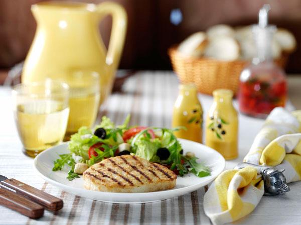 rezepte f r vegetarier valess schnitzel natur an mediterranem salat. Black Bedroom Furniture Sets. Home Design Ideas