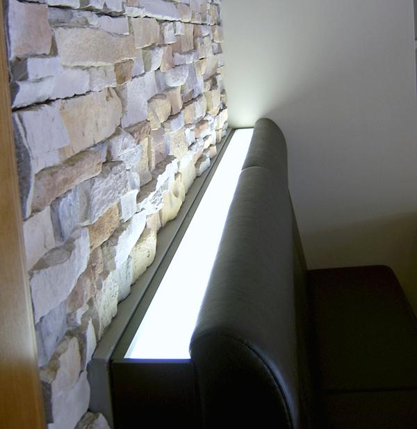 licht lockt leute stuhlfabrik schnieder inszeniert integrierte beleuchtungsl sungen. Black Bedroom Furniture Sets. Home Design Ideas