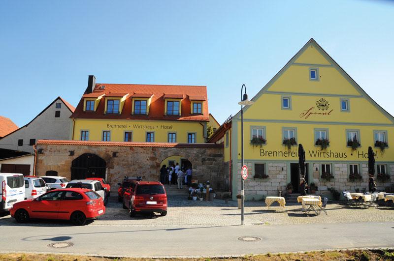 erstes brennerei hotel in kirchehrenbach fr nkische. Black Bedroom Furniture Sets. Home Design Ideas