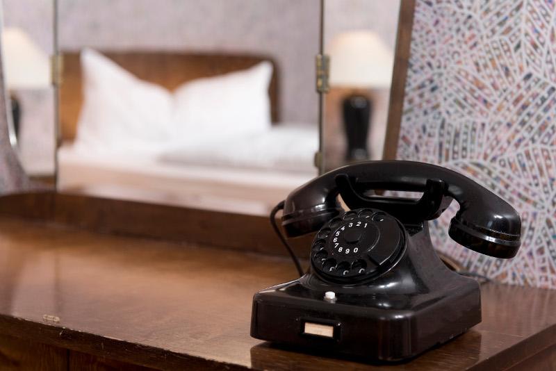 50er jahre m bel im days inn kassel hessenland. Black Bedroom Furniture Sets. Home Design Ideas
