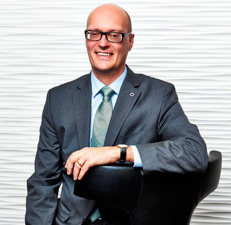 peter b mikkelsen general manager des steigenberger hotel k ln. Black Bedroom Furniture Sets. Home Design Ideas