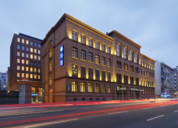H10 hotels er ffnet 2 neue hotels in barcelona im jahr for Top 10 design hotels berlin