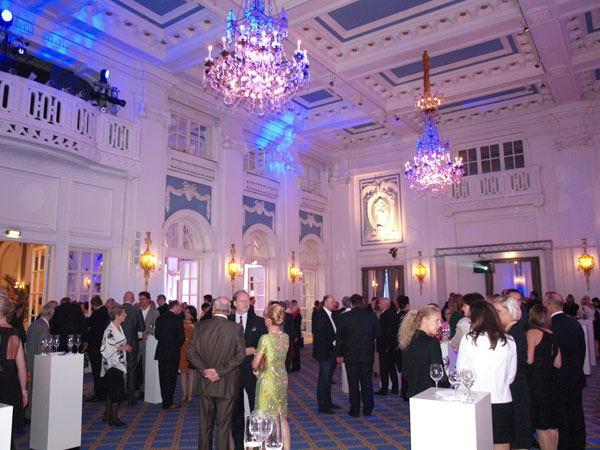 Foyer Im Hotel : Eingang foyer rezeption gute beleuchtung im hotel macht