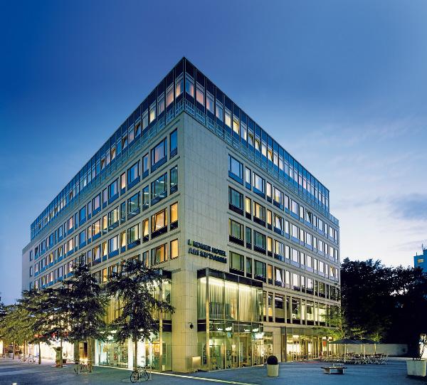 bettina veiser ist neue direktorin des lindner hotel am ku 39 damm in berlin. Black Bedroom Furniture Sets. Home Design Ideas