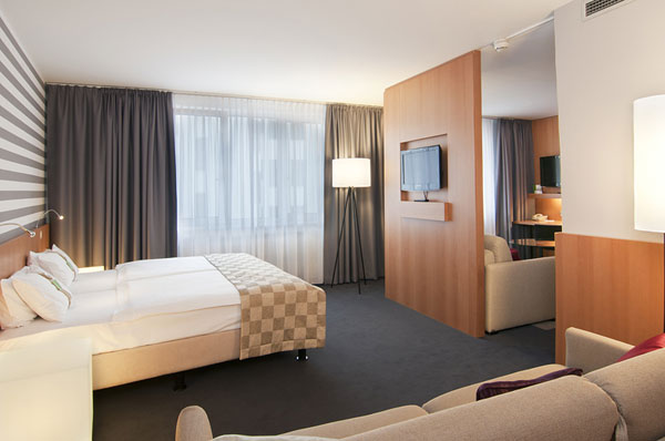 voglauer hotel concept richtet das holiday inn vienna city. Black Bedroom Furniture Sets. Home Design Ideas
